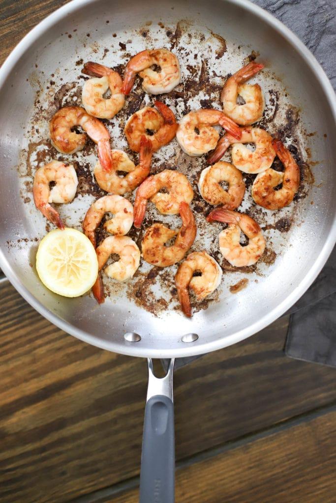 hibachi shrimp in skillet with lemon