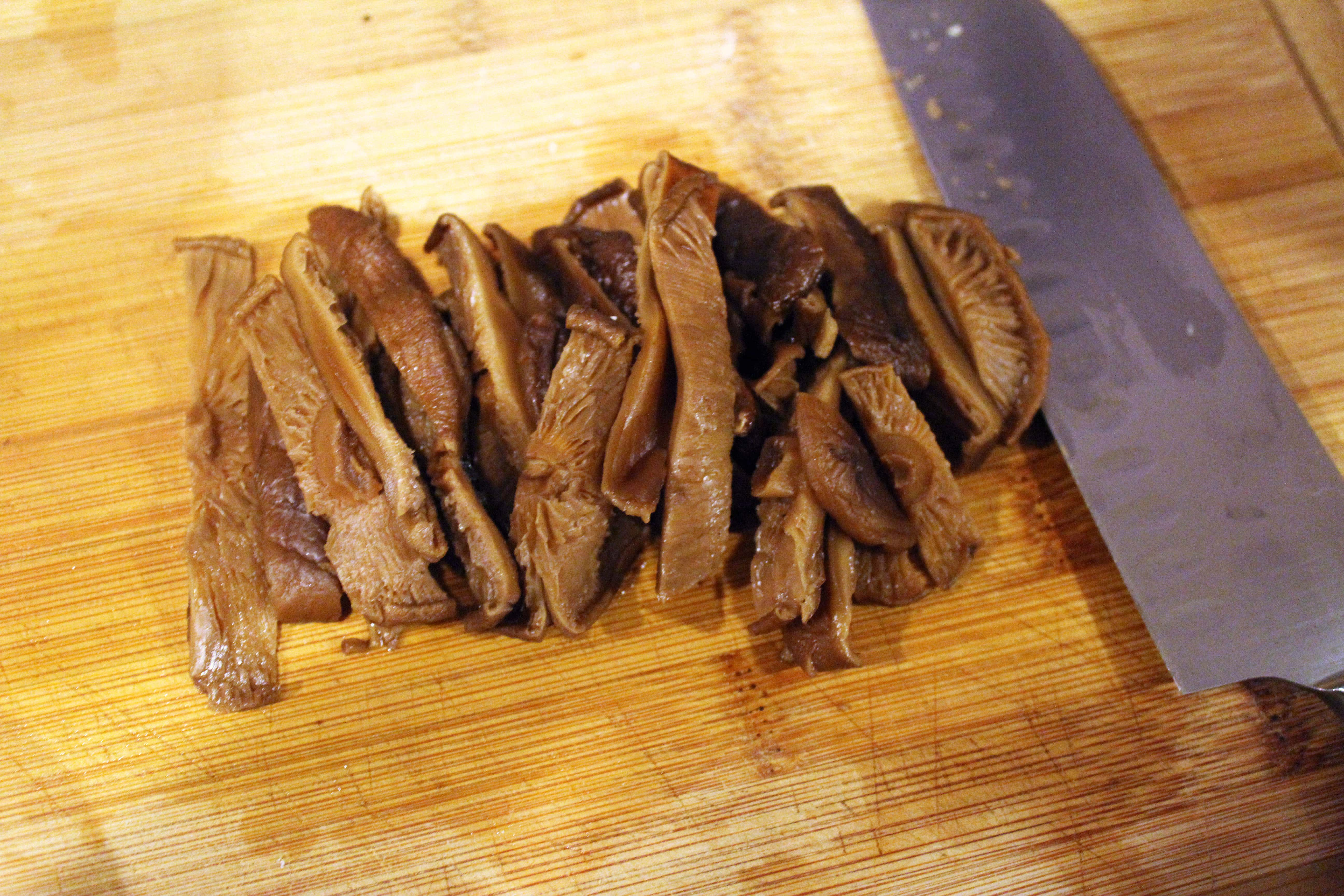 Thinly slice shiitake