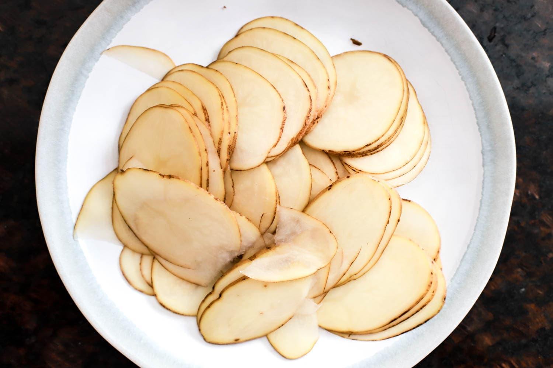 mandonline sliced russet potatoes