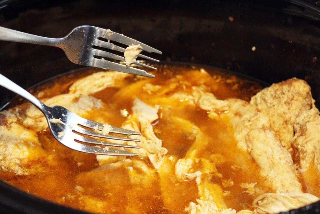 Easy Crockpot Taco Chicken. Funnyloveblog.com