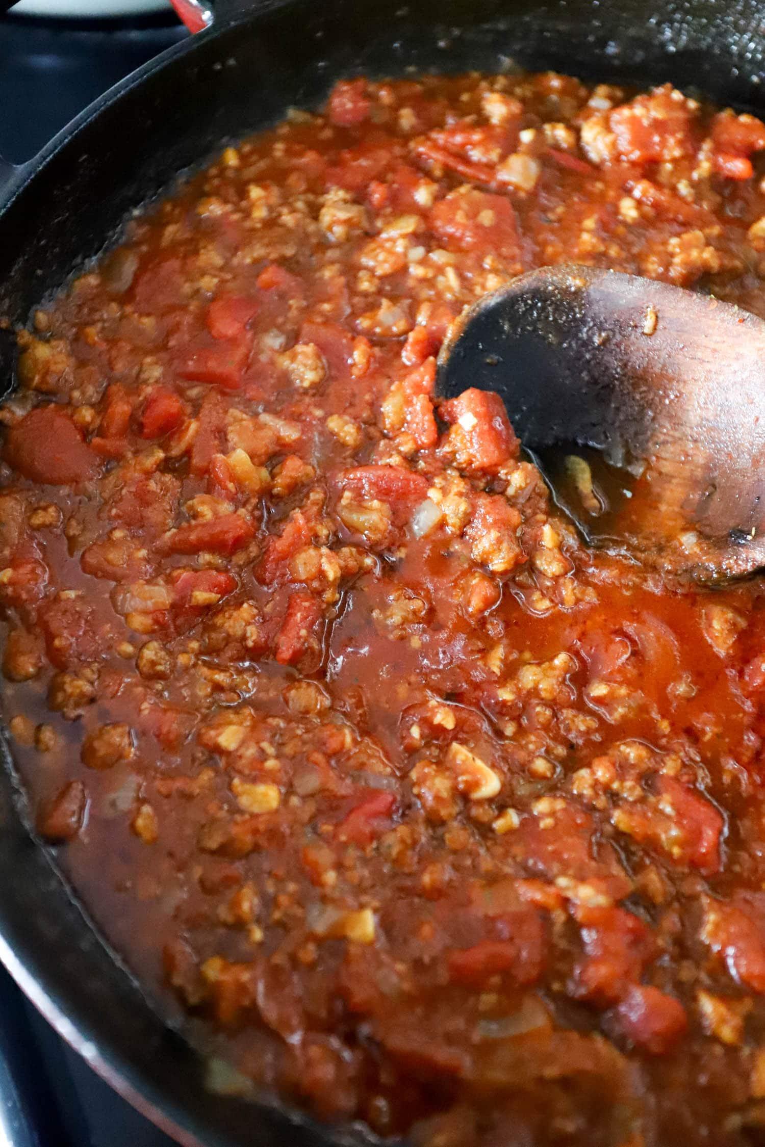 tomato sauce image with vodka and sausage