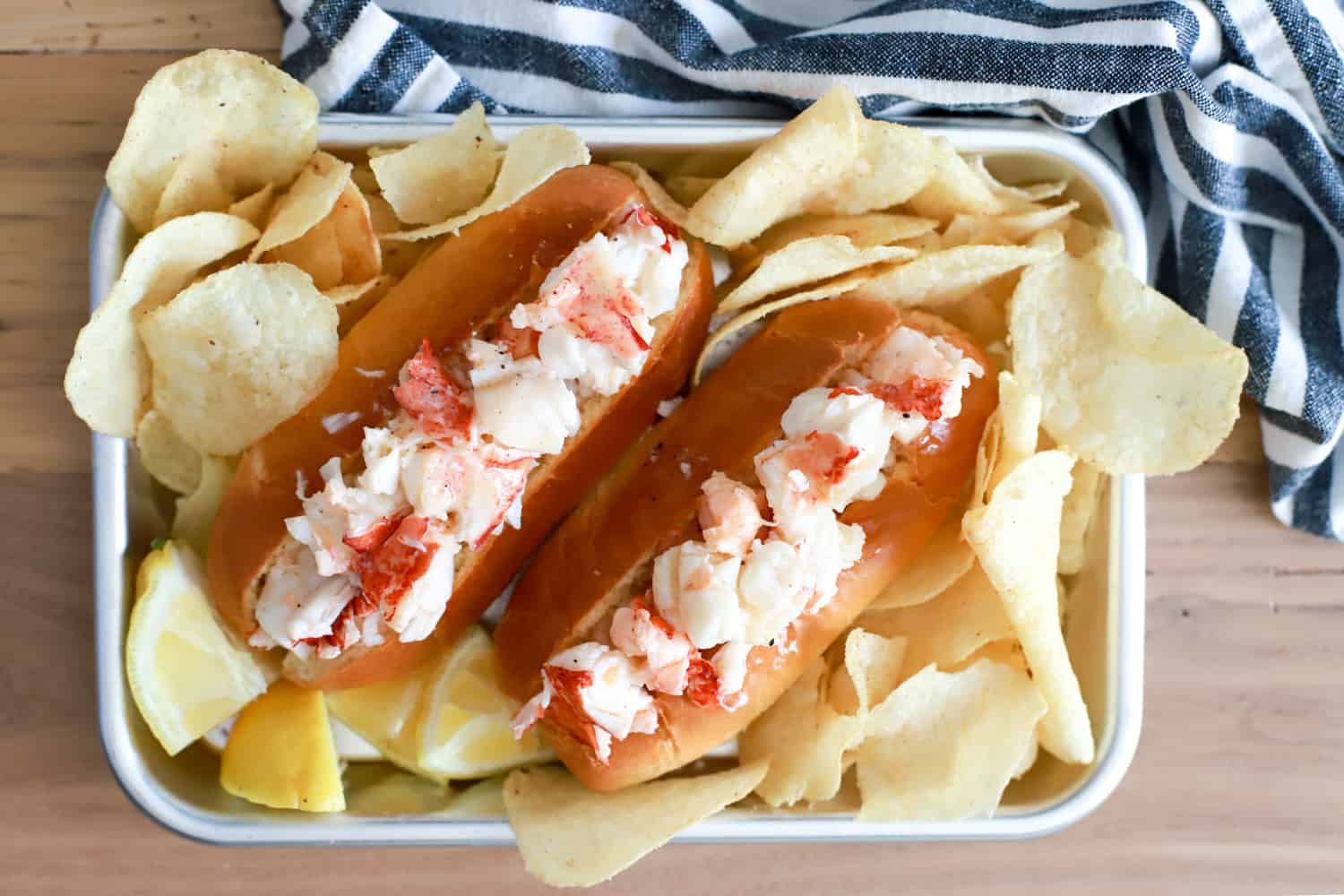 connecticut lobster roll with chips